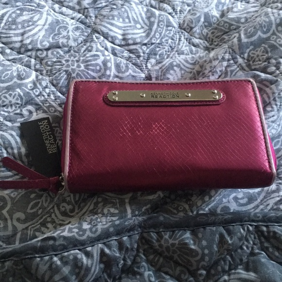 Kenneth Cole Handbags - NWT Kenneth cole reaction wallet pink with zipper